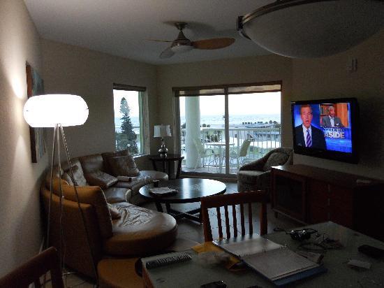 Crystal Palms Beach Resort: Living Room