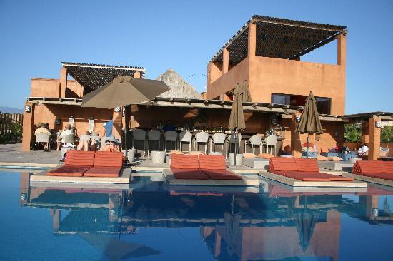 Rancho Pescadero: bar and pool