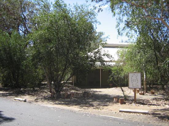 Outback Pioneer Hotel & Lodge, Ayers Rock Resort: Outside of room.