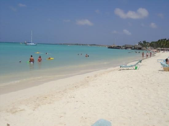 Hyatt Regency Aruba Resort and Casino: Beach in front of the Hyatt