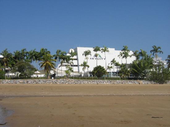 Skycity Darwin: Hotel waterfront.