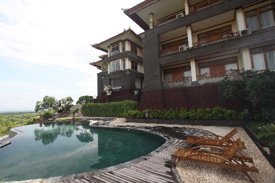 Langon Bali Resort & Spa: Main Building & Pool