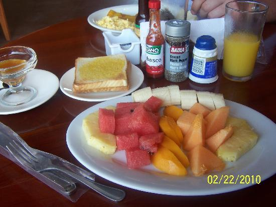 Arenal Green Hotel: Continental breakfast!  The fruit is soooo fresh!