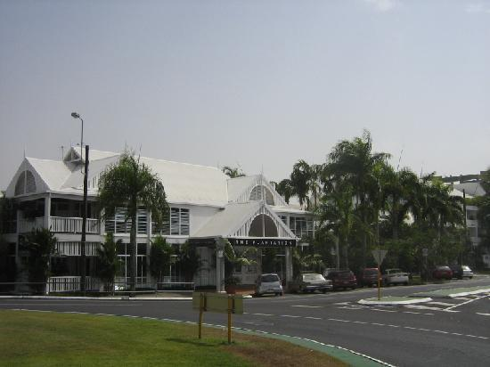 The Hotel Cairns: Front of hotel.