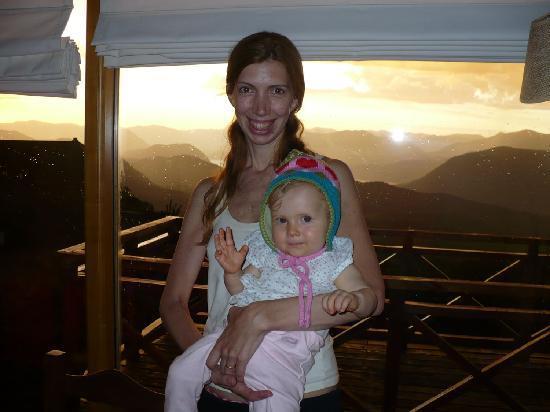 Casa de Piedra Cabañas & Spa: Aterdecer -Vista desde adentro de la cabaña