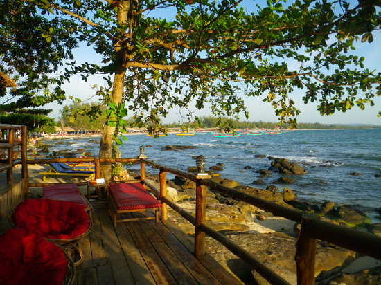 Sihanoukville, Kambodża: Bar that give a free smile with every drink!