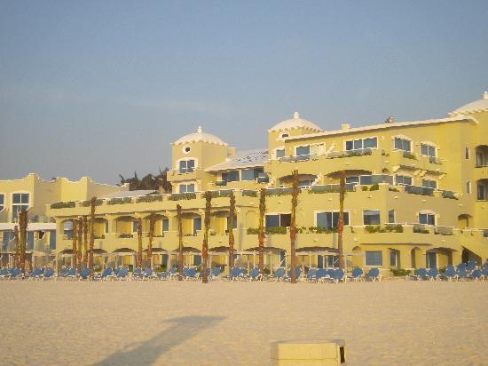 Panama Jack Resorts - Gran Caribe Cancun: Left side beachfront walk outs
