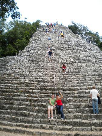 Cesiak Centro Ecologico Sian Ka'an: the pyramid steps