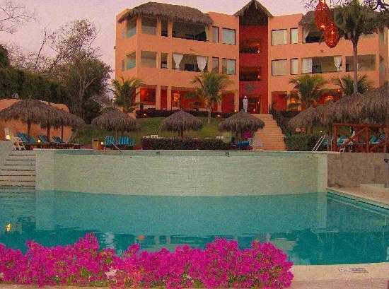 The Royal Suites Punta de Mita: Pool - Royal Suites evening