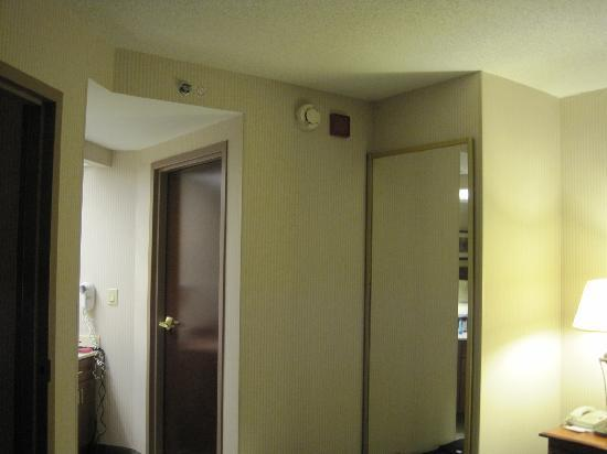Hampton Inn & Suites Reagan National Airport: looking at the vanity, bathroom entrance and mirrored closet door from the edge of the bed