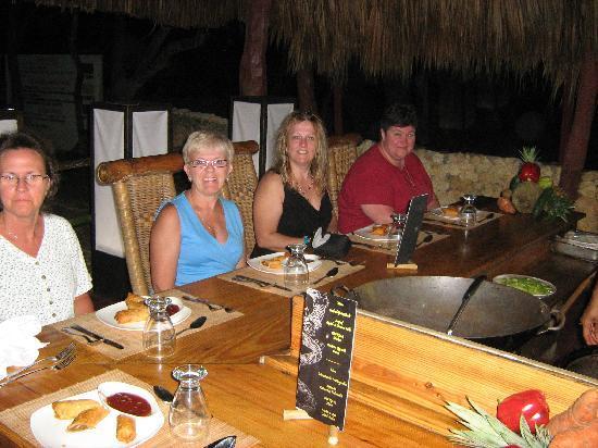 Hotel Celuisma Cabarete: A night at the Thai Restaurant