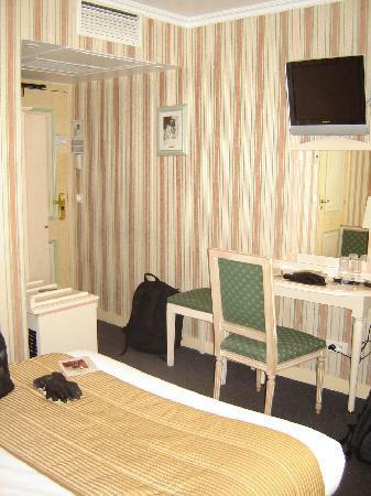 Hotel Louvre Sainte Anne: Cozy room