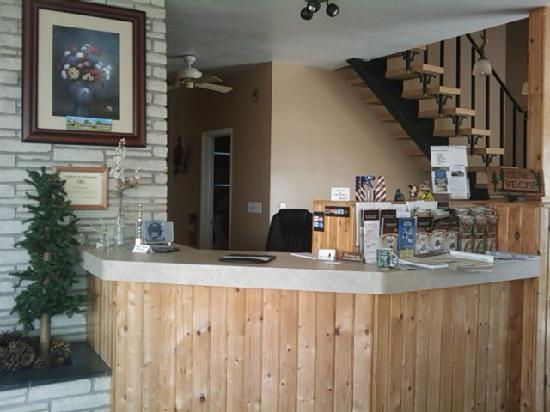 Lake Erie Lodge: Front Desk