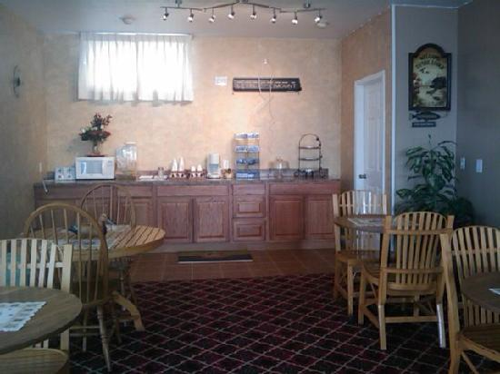 Lake Erie Lodge: Newly rennonvated breakfast area
