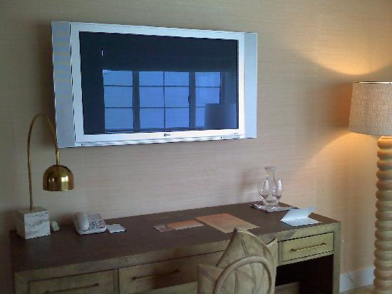 The Tides South Beach: Desk and flat screen TV