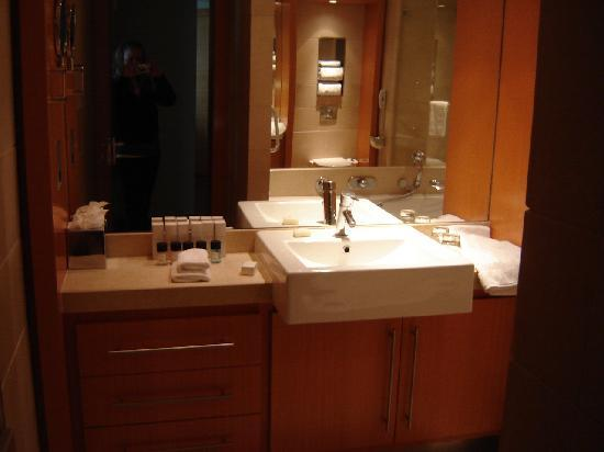 Plaza on the River: bathroom vanity