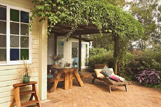 SummerHills Retreat Byron Bay: Self Contained cabin with spa bath, lush forest setting, air conditioning, bathrobes, gas bbq, o