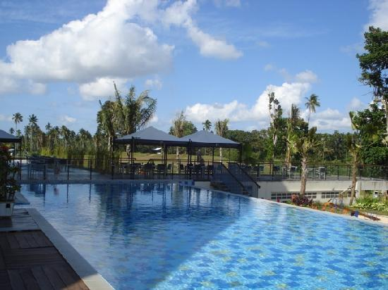 Novotel Manado Golf Resort & Convention Centre: Adjacent to the pool.