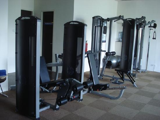 Novotel Manado Golf Resort & Convention Centre: Gym is well equiped with new machines.