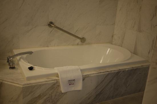 Okinawa Marriott Resort & Spa: バスタブ