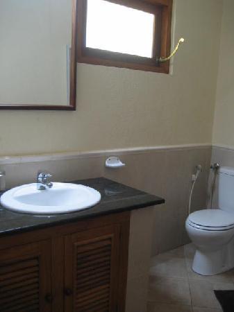 Paradise Beach Club: bathroom 1