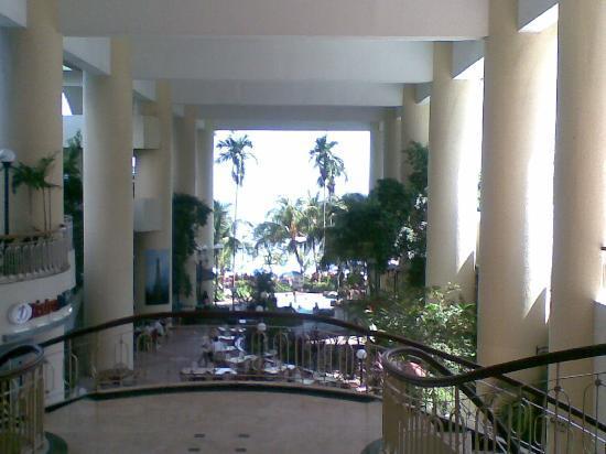 Rainbow Paradise Beach Resort: Lobby entrance - el grande !!