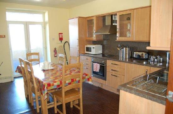 Plas Darien Self-Catering Apartments : PD27 Merlin suite kitchen