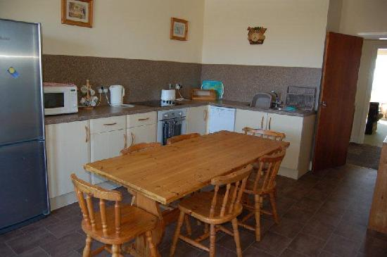 Plas Darien Self-Catering Apartments: PD07 Madoc suite kitchen