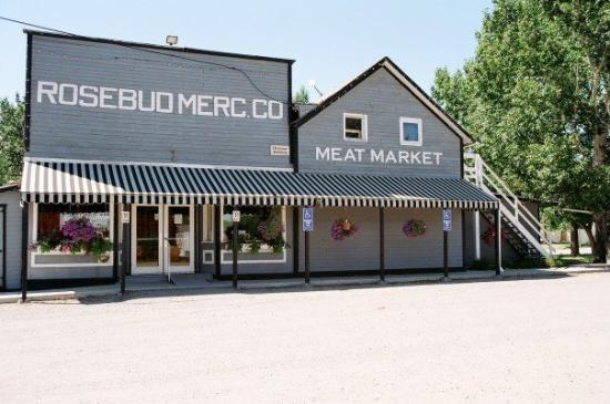 Drumheller, Canada: See that Meat Market sign?  That's where we will live for 5 weeks.  Then we move to Three Hills