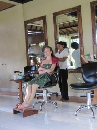 Ubud, Indonesia: Spa treatments & massages almost every day. Average per hour $8 usd.