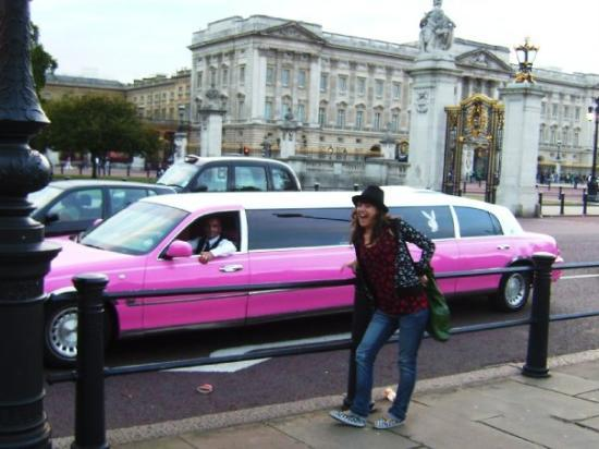 Pink limo at Buckingham Palace  Taken by Ana (Sept 2007)