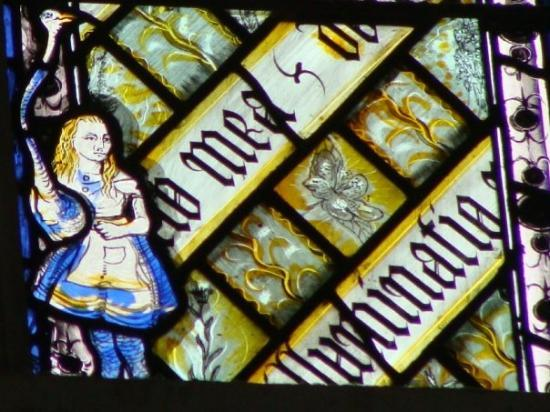 Oxford, UK: Alice in Wonderland at the window (Alicia en el País de las Maravillas en la ventana)