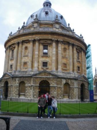 Radcliffe Camera: Este edificio circular con cúpula a lo alto, fue diseñado como biblioteca por