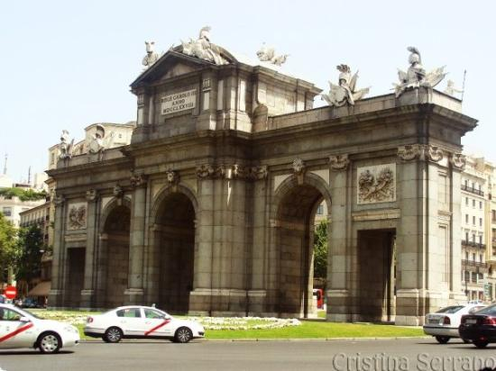 Puerta de Alcala: ...mírala, mírala