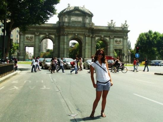 Puerta de Alcala: Alcala Gate - La Puerta de Alcalá...