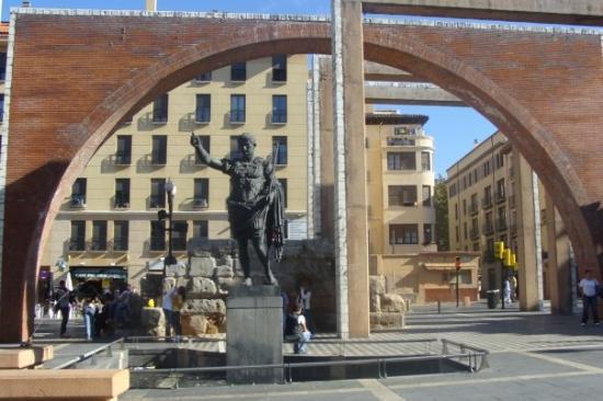 Zaragoza, Spania: César Augusto (Augustus' statue)