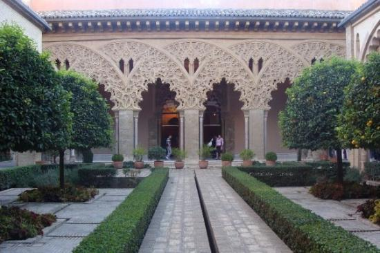 Palacio de la Aljaferia: La Aljafería (5)