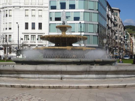 Plaza Moyua: This is the fountain in the center of Bilbao where I played as a child.  The upper three tiers o