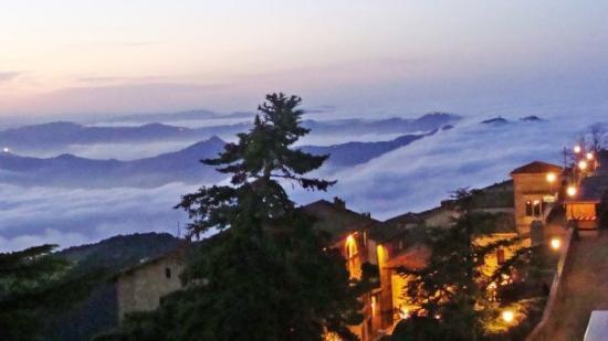 City of San Marino, San Marino: San Marino(10) - La niebla lo tapaba todo...aún así, increíble