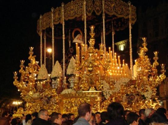 Málaga, Spania: Malaga, Spain- Semana Santa Procession