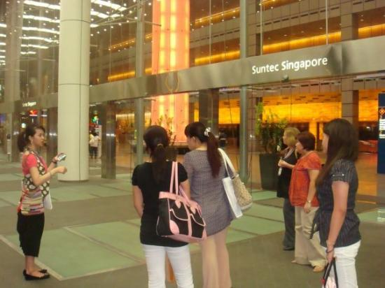 Suntec Singapore Convention & Exhibition Centre: loitering around suntec