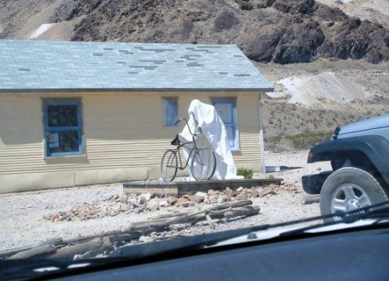Pahrump, NV: somewhere in the NV deseret 10/2009 (Rhyolite Ghost town) they also carved these really weird gh