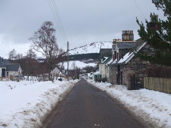 The Invercauld Arms Hotel: edge of braemar