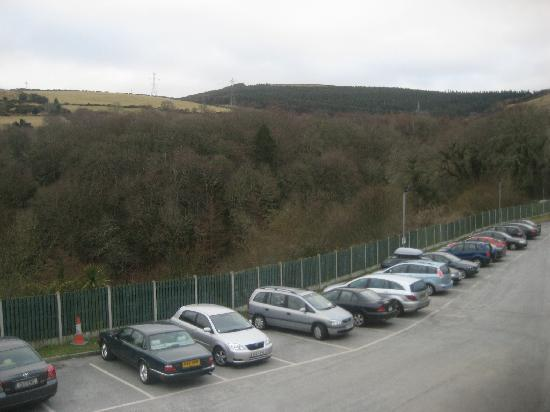 Glenview Hotel: Car park / view of glen