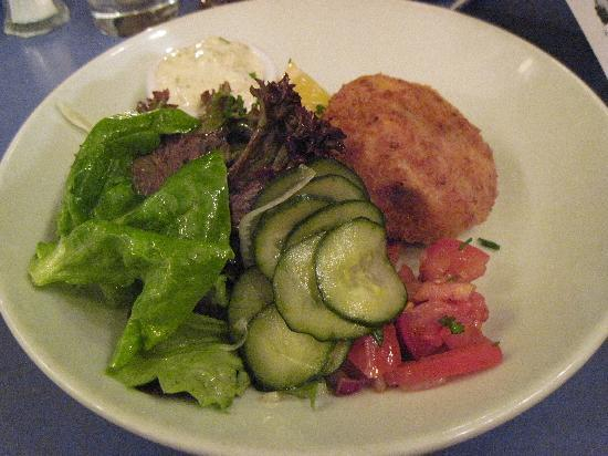 Isaac's Restaurant: Fish Cake and Salad