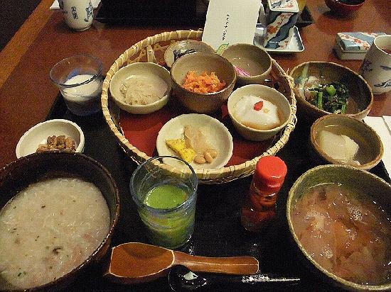 Hotel Nikko Alivila Yomitan Resort Okinawa: まるで京料理です。ちょっとずつですが、結構ボリューミーです。