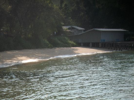 Baan Puu Paan: The view of the little beach from our hut