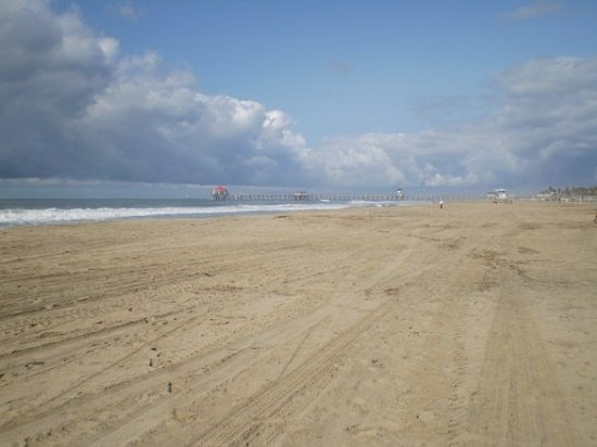 The Waterfront Beach Resort, A Hilton Hotel: Huntington Beach on a quiet day!