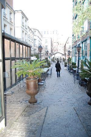 Hotel Les Jardins du Marais: Courtyard