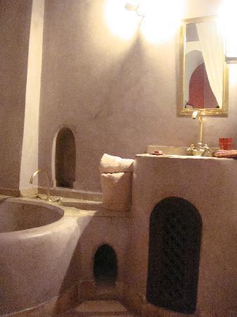 Riad Boussa: 可愛いバスルーム